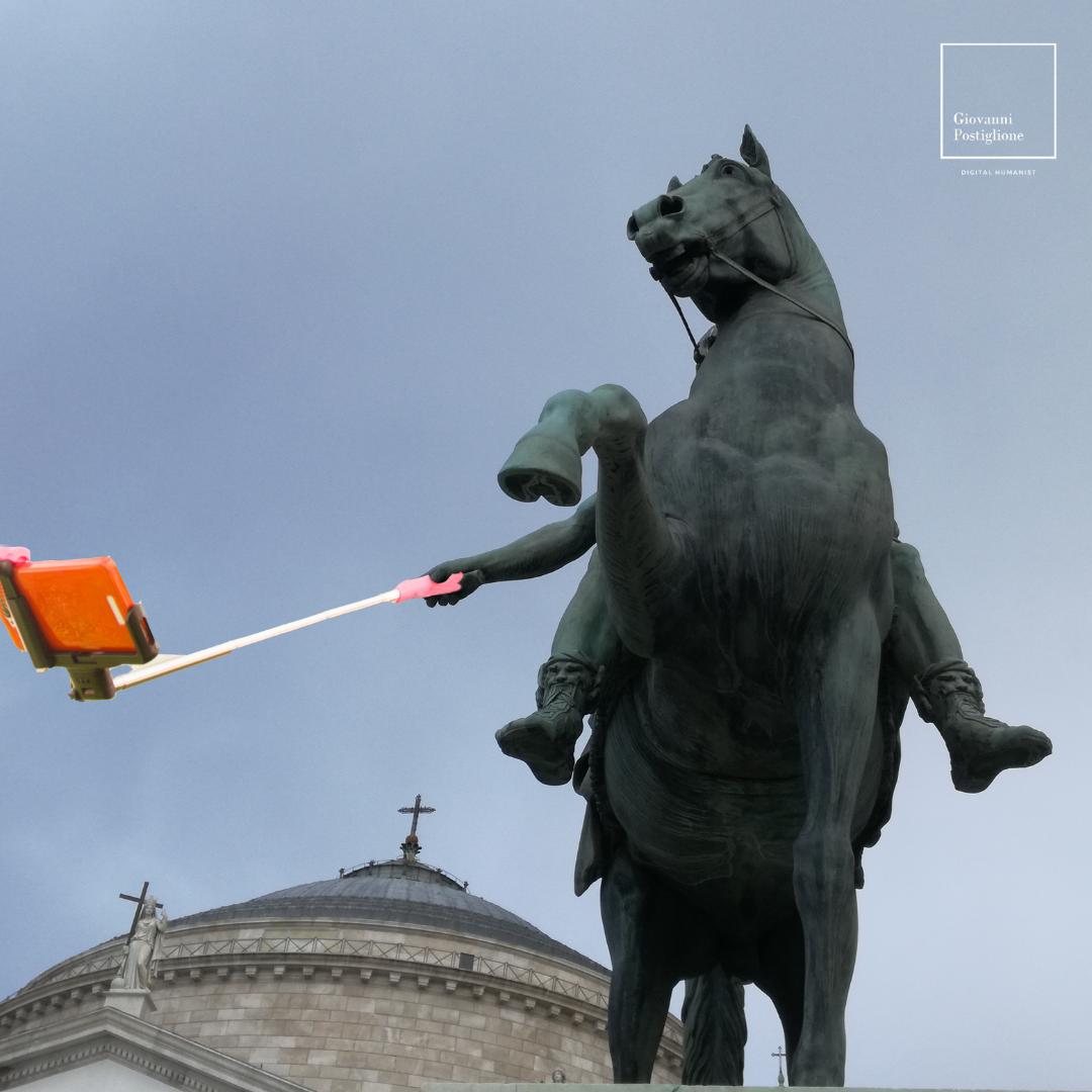 selfie_statua_Ferdinando